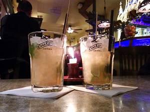 Holunderlikör Mit Wodka : cocktail caipiroska rezept premium ~ Watch28wear.com Haus und Dekorationen