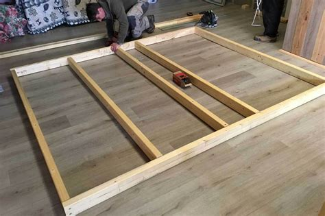 fabrication d un bureau en bois travail du bois fabrication d 39 un escabeau pliant how to