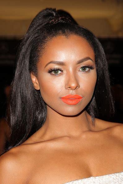 celebrities     wear bright lips pretty designs