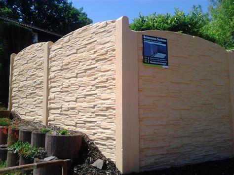 sichtschutz aus stein elemente mauer aus beton mischungsverh 228 ltnis zement