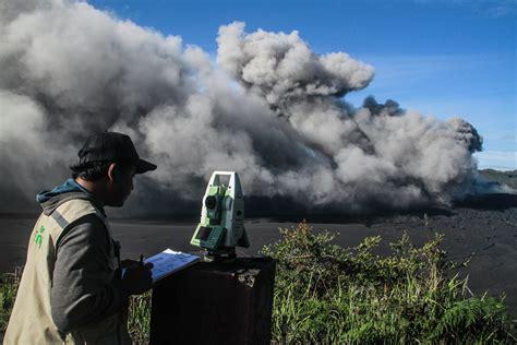 erupsi bromo antara mitigasi bencana  wisata alam