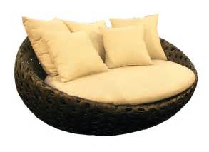 Round Outdoor Chaise Image