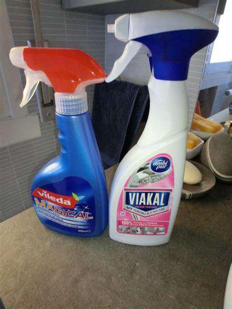 prodotti  pulire il calcare  goccioline del box doccia