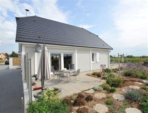 bardage maison moderne bardage en bois autour du0027une fentre moderne 13 photo maison bois d