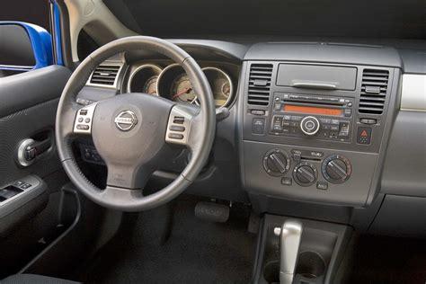 Cars nissan versa hatchback 2011 - Auto-Database.com