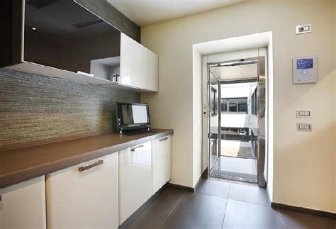 portes automatiques coulissantes sur ascenseur elevateur privatif de maison voltalift novak
