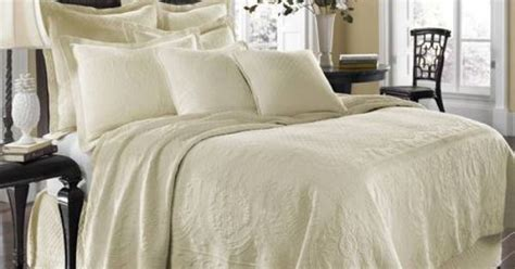 Historic Charleston King Charles Matelasse Queen Bedspread