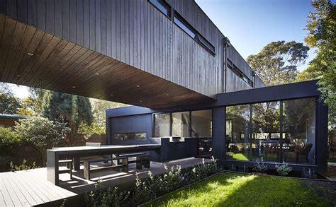 maison contemporaine bois et porte 224 faux construire