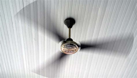 Ceiling Fan Turn Clockwise Or Counterclockwise by Why Your Ceiling Fans Should Be Turning Counterclockwise