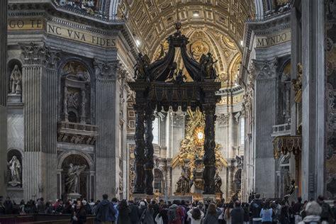 baldacchino san pietro the baldacchino in peter s basilica vox mundi