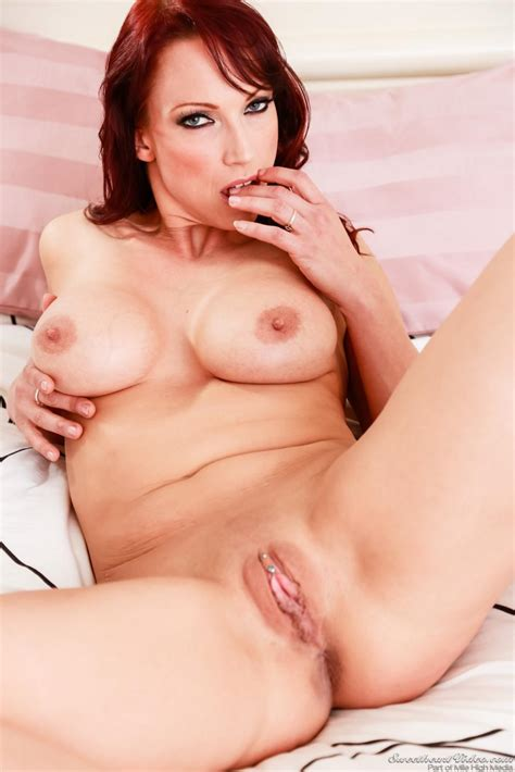 Naked Milf With Big Boobs Nikki Hunter Bends Over And