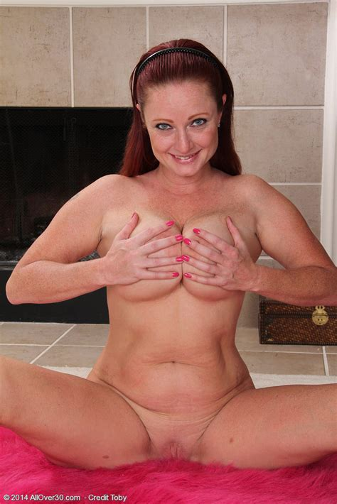 Busty Babe Sandi Lymm Takes Off Her Active Wear Of