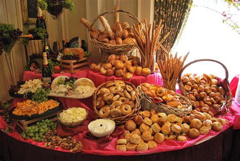 entertaining    set   buffet table decor