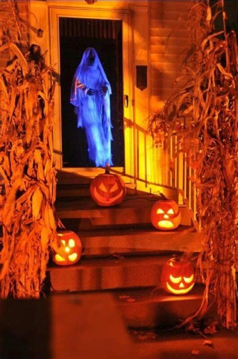 scary decorations 25 scary halloween decorations ideas magment