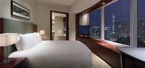 chambre de commerce de hong kong au hyatt de hong kong une chambre d 39 hôtel un smartphone