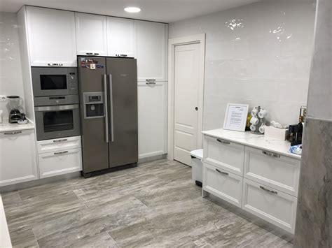 cocina textura madera blanca  encimera dekton myc