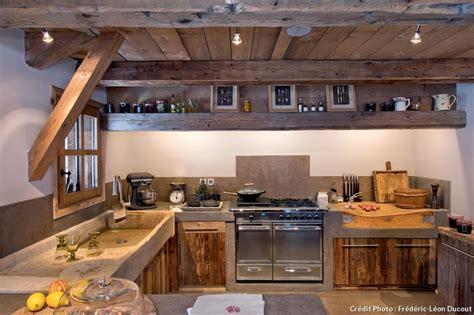 cuisine de chalet cuisine bois et fer diy table basse style industriel et