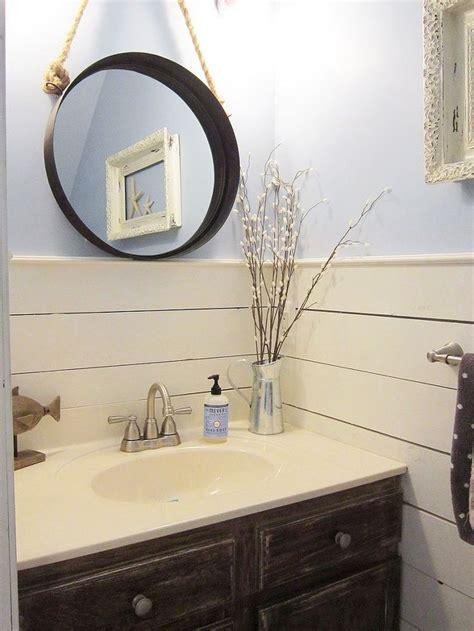 Half Bathroom Makeovers by Best 25 Tiny Half Bath Ideas On Small Half