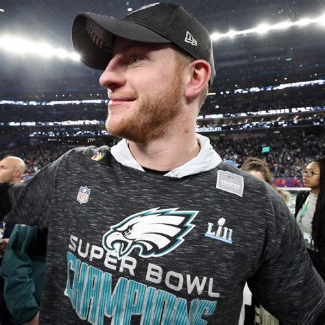 carson wentz progressing  rehab  knee surgery