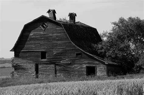 black and white barn portrait of a barn iocchelli fine art photography