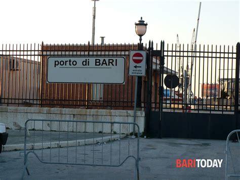 Ufficio Immigrazione Bari - in arrivo dalla grecia con documenti falsi 15 cittadini