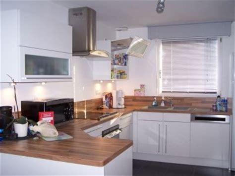 cuisine en bois h黎re déco cuisine blanc et bois