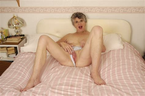 Sexy Old Granny Starving For Sex Spreads Her Wrinkly Pussy In Bed Pichunter