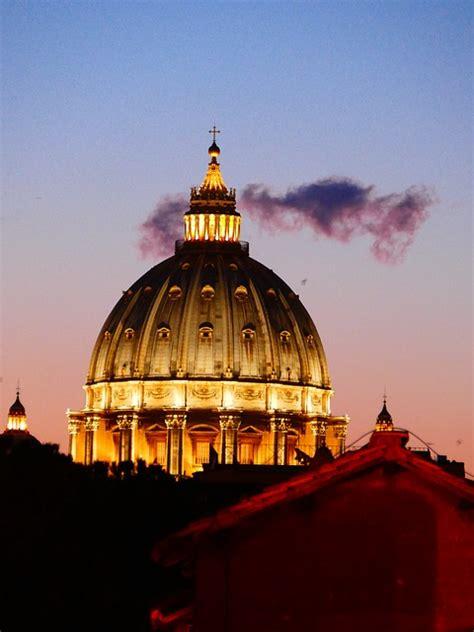 Chi Ha Progettato La Cupola Di San Pietro by 10 Monumenti Da Vedere A Roma