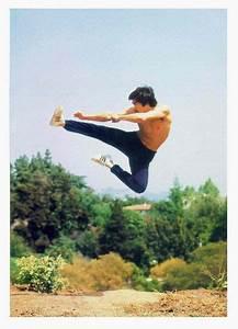 Bruce Lee flying kick | Bruce Lee | Pinterest | Bruce lee ...