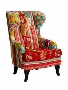 Fauteuil a oreilles original en patchwork colore chaises for Fauteuil original coloré