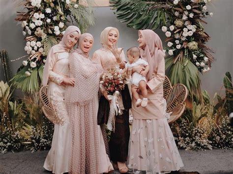 Tertarik untuk mengenakan dress brokat kekinian saat lebaran? Tren Baju Kondangan Hijab Terbaru 2019, Cantik Nggak Pakai ...