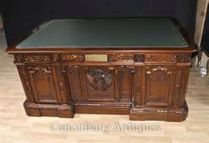 President Resolute Desk