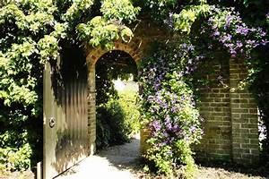 Gartengestaltung Kleine Gärten Bilder : kletterpflanzen f r kleine g rten ~ Frokenaadalensverden.com Haus und Dekorationen