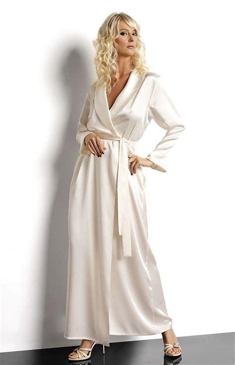 robe de chambre c et a luxueux déshabillé en satin très chic fluide et