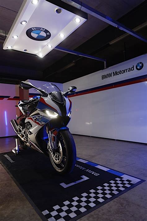bmw   rr revealed   engine