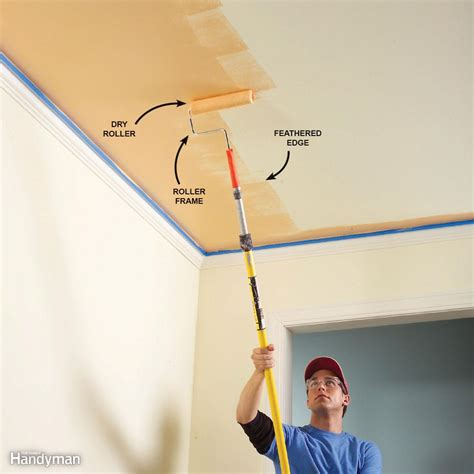 Zimmerdecke Streichen Tipps by How To Paint A Ceiling The Family Handyman