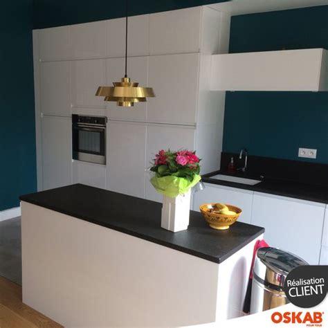 couleur mur avec cuisine blanche cuisine blanche sans poignée ipoma blanc brillant design