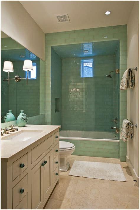 cuisine chene clair plan travail noir salle de bain verte et
