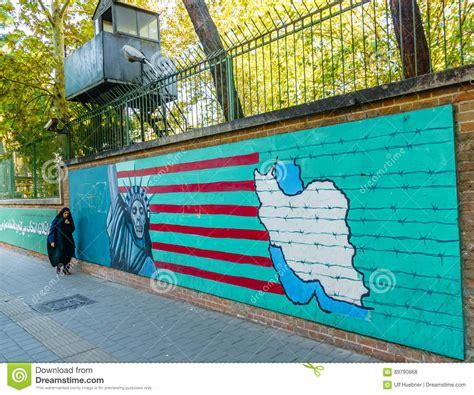 gemälde an der wand teheran der iran 5 november 2016 iranisches propagandawandgem 228 lde an der wand ehemaliger us