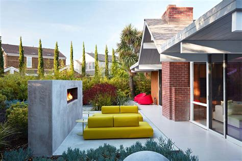 Redesigned Eichler Home In California With An Indoor