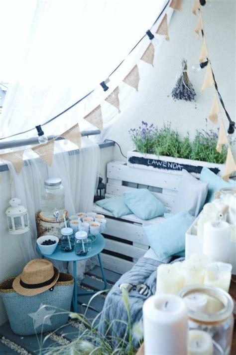 balkon gestalten blau weiss mini balkon sitz terrasse und