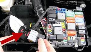 Installing Yellow Fuse Holder For Wiring Harness   118568 On 2013 Dodge Dart