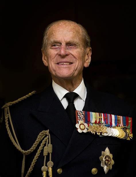 Prince Philip gets hospital visit from Queen Elizabeth ...