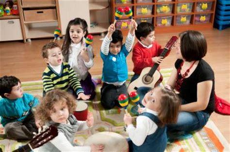 preschool activities for children with autism lovetoknow 386 | 160534 425x282 making music
