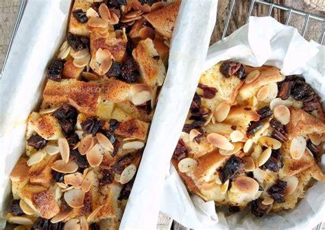 Puding roti tawar pelangi juga bisa jadi mood booster saat beraktivitas di rumah aja. Resep Puding roti tawar (panggang) oleh Bun Iyet - Cookpad