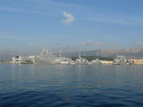 photo 224 toulon 83000 vue de la rade le port militaire toulon 118128 communes