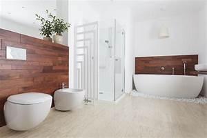 Holz Im Badezimmer : wissenswertes zu holz im badezimmer heimhelden ~ Lizthompson.info Haus und Dekorationen