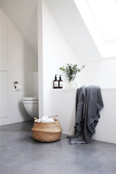 towel draping following feng shui to a better bathroom