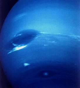 Image Gallery neptune great dark spot