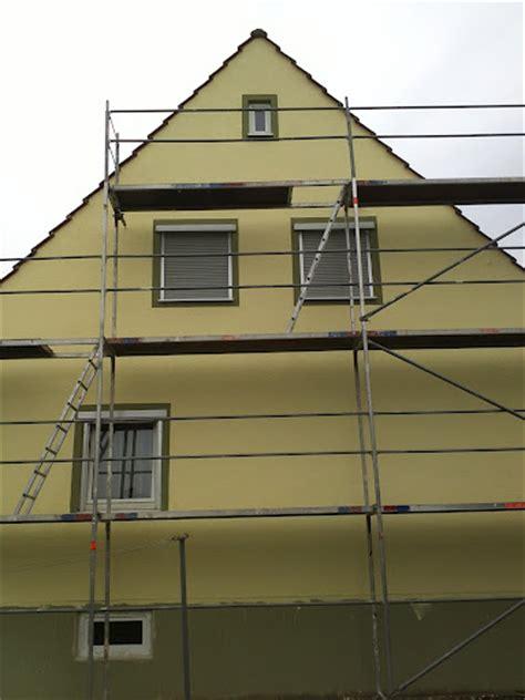 Haussanierung Kosten Und Zeit Sparen Mit Der Richtigen Reihenfolge by Haus Streichen Teil 1 Hausfassade Vorbereiten Algen